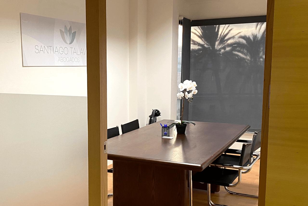 Sala juntas despacho abogados Santiago Talavera Alicante